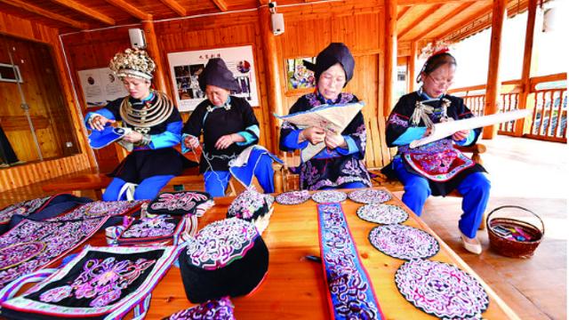 坚守非遗传承的侗族妇女
