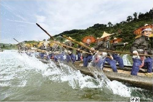 古老神奇的苗族龙舟节