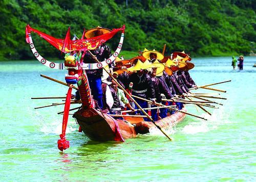 施洞独木龙舟节——凝聚力量的盛会