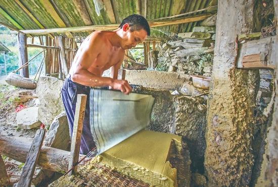 三穗:穿越历史的土法造纸