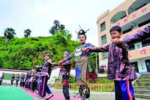 贵州民族大学到从江中小学开展民族文化交流活动